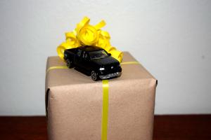 Kreativ gaveindpakning fra CeeDesigns blog.